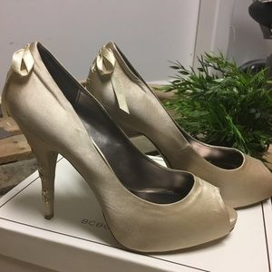Gorgeous BCBG Anya satin shoes 7.5